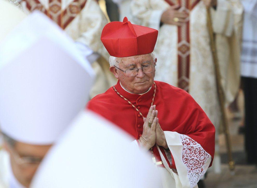 El Obispo Cañizares pidió a los refugiados perdón y un bocata de panceta. Seguidamente cerró a cal y canto la rectoria, se confesó y se dió una duchita purificadora