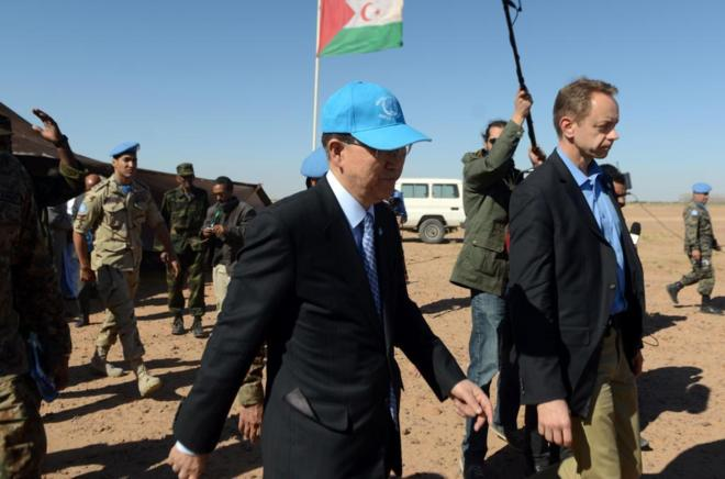 El Secretario General de la ONU, Ban ki-moon, durante su visita al Sáhara Occidental. AFP