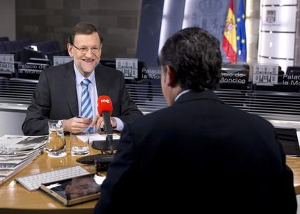 Rajoy, durante la entrevista en 'Las mañanas de RNE', con el periodista Alfredo Menéndez.