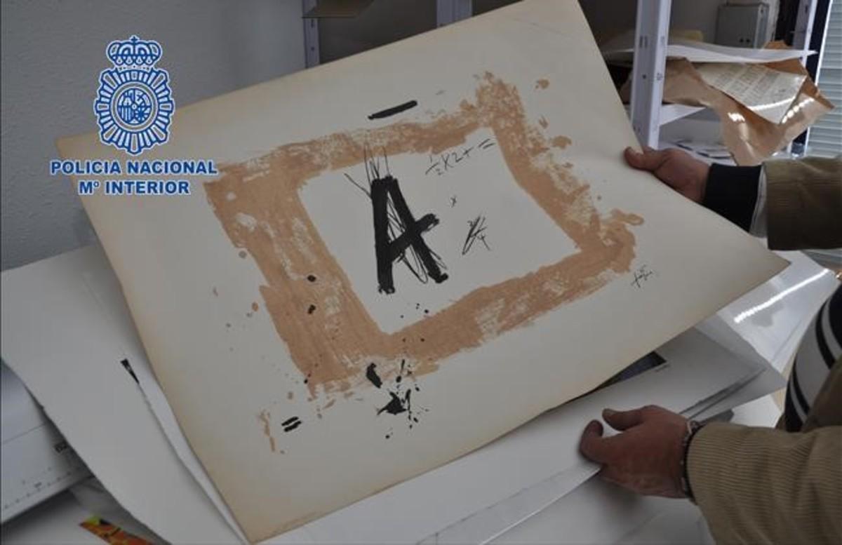 Detenido un falsificador de autores como Tàpies, Barceló y Picasso