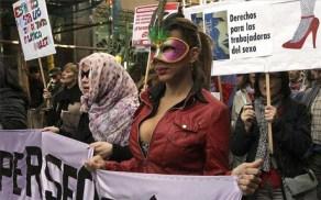 Manifestación de prostitutas en Madrid para pedir una entrevista con el alcalde.