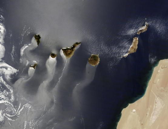Fotografía facilitada por la NASA de la foto del archipiélago canario tomada por el satélite Terra.