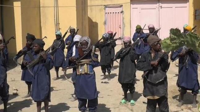Una de las imágenes distribuidas por Boko Haram de un campo de entrenamiento militar para niños.