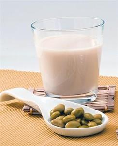 SOJA.  La leche de esta legumbre aporta aminoácidos, vitamina B y minerales.