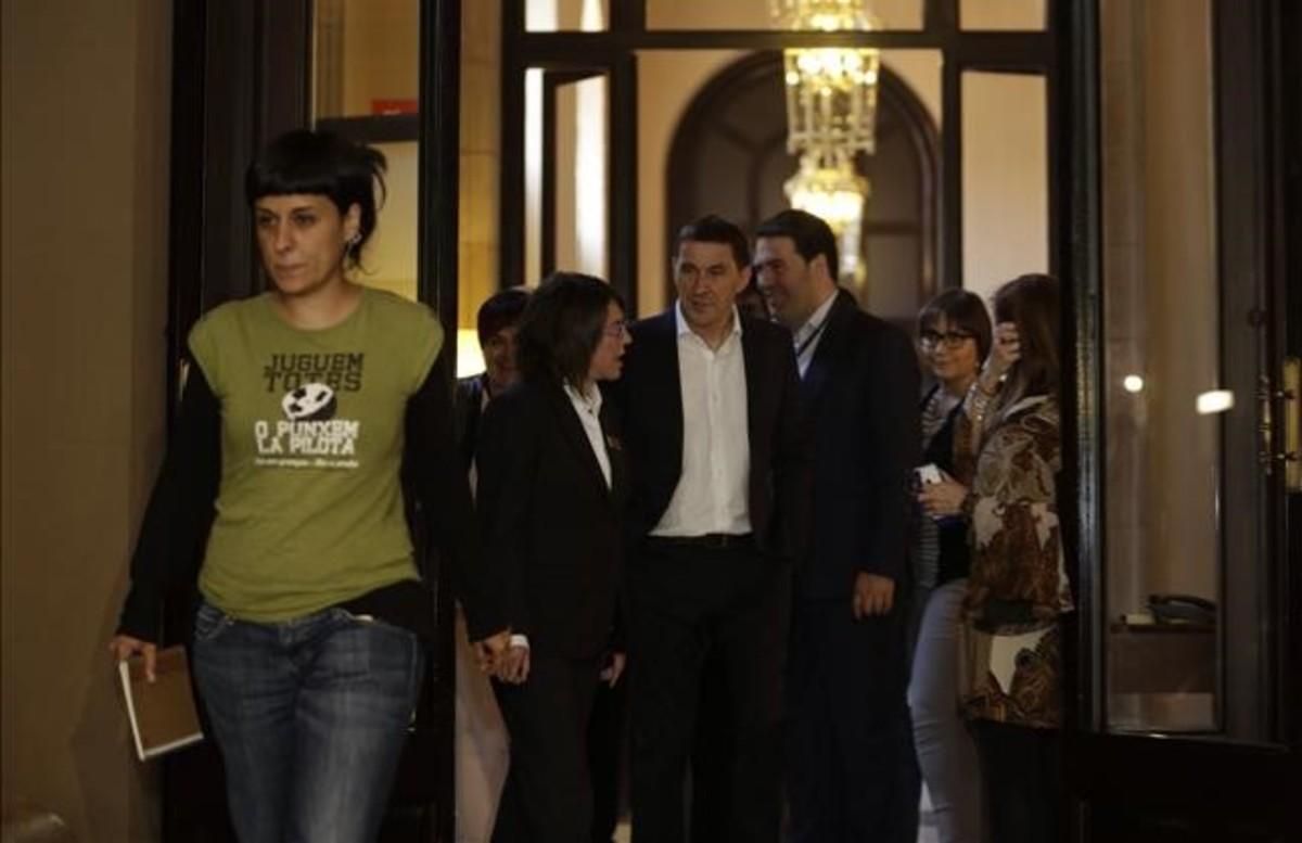 Otegi finaliza sus reuniones en el Parlament