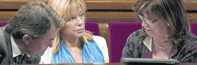 Artur Mas, Joana Ortega e Irene Rigau, en el Parlament.