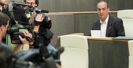 Martín Garitano, candidato de Bildu, en su investidura como diputado general de Guipúzcoa, el 23 de junio del 2011.