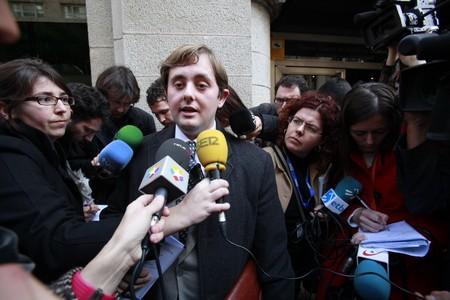 Ángel Escolano, el abogado que representa a las familias denunciantes, comparece ante la prensa, esta mañana.