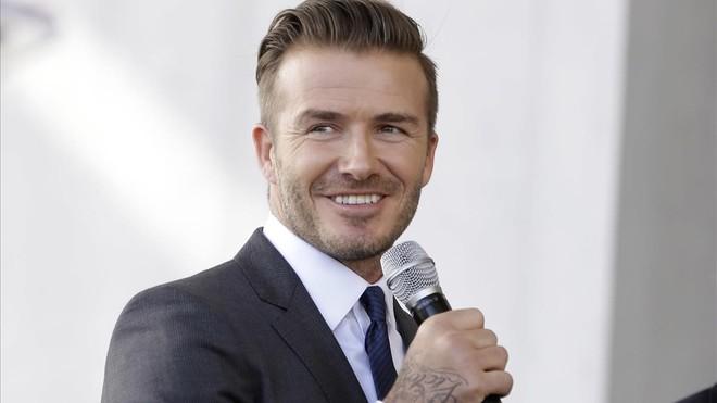 Beckham perd 6 mesos el carnet per utilitzar el mòbil conduint