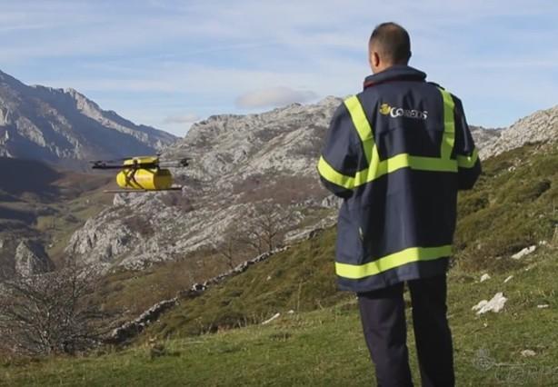 Correos utiliza drones para repartir paquetes y cartas en Asturias