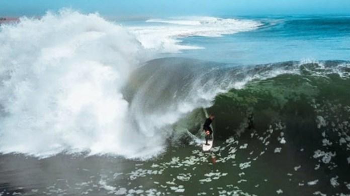 Koa Smith surfeando la ola más perfecta del mundo en Namibia