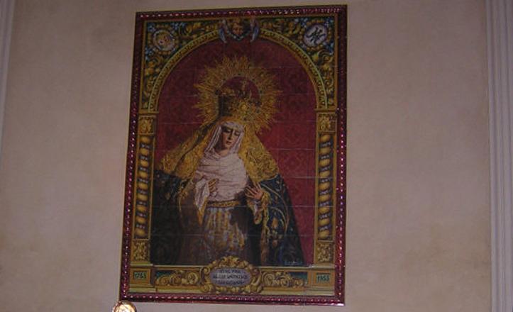 La Virgen de Las Angustias en el interior del Santuario de la Hermandad de Los Gitanos / RetabloCerámico.Net