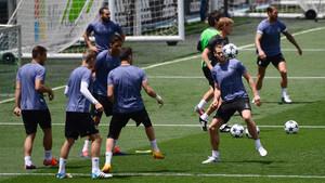 Los futbolistas del Real Madrid durante el entrenamiento del Media Day previo a la final de la Champions 2016/17