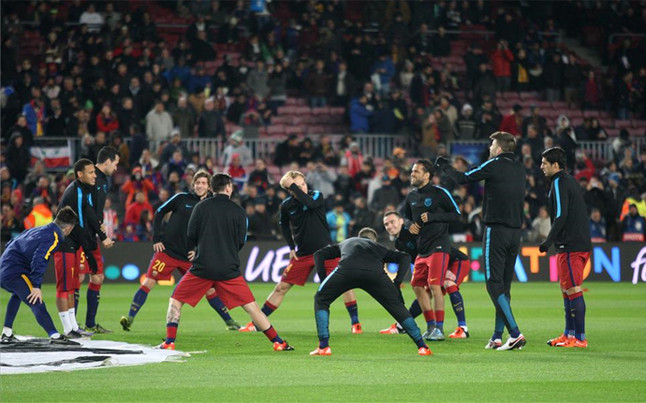 The Camp Nou against Roma gives the anthem of the Champions League