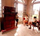 Las cuidadoras de un museo en pleno descanso. | Archivo