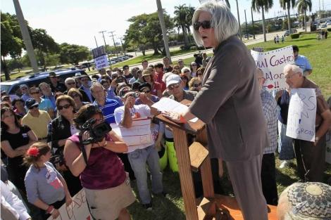 La mujer de Alan Gross, July, da una charla para pedir su liberación. | Reuters