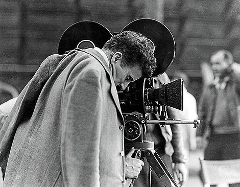 Charles Chaplin, en el plató de 'Tiempos Modernos'.