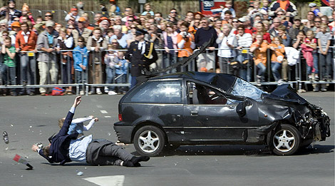 Estado en el que quedó el vehículo tras arrollar a varias personas en Holanda.   Efe