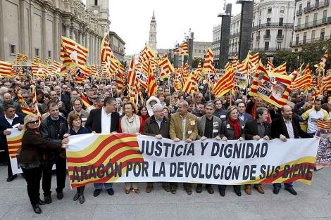 Manifestación en Zaragoza por la devolución de las obras propiedad de las parroquias aragonesas depositadas en Lérida. Noviembre de 2010