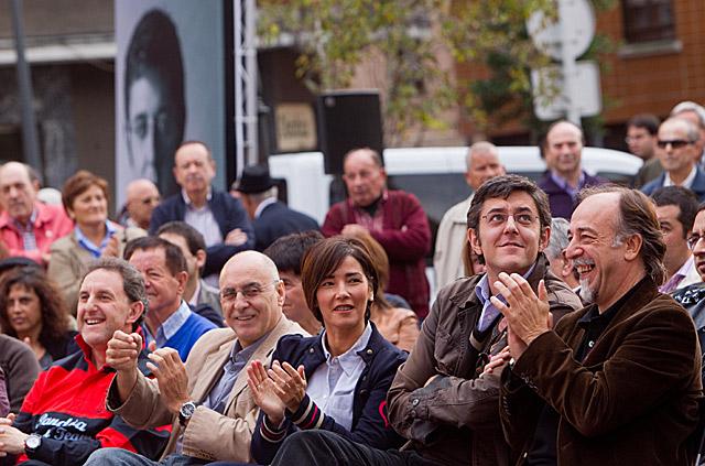 Los candidatos socialistas al Congreso y Senado Dimas Sañudo y Eduardo Madina en un mitin del PSOE. | Mitxi