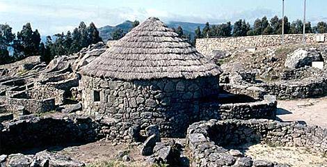 Reconstrucción de una de las viviendas del castro. | Turgalicia