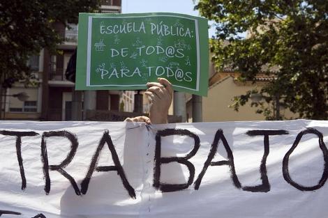 Carteles en la protesta de Córdoba contra los recortes en Educación.   Madero Cubero