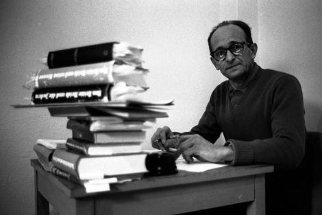 El criminal de guerra Adolf Eichmann en la cárcel.