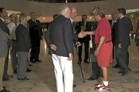 Imagen de televisión de Botín saludando al Rey.