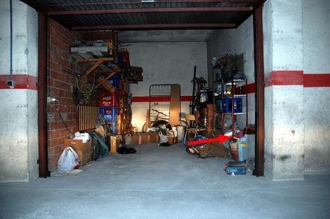 El garaje de Milladoiro, propiedad del detenido Manuel Fernández, donde estaba el Códice.   Policía