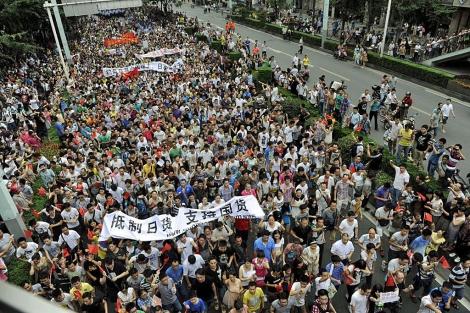 Miles de personas se manifiestan en contra de Japón en la ciudad de Harbin, China. | Efe