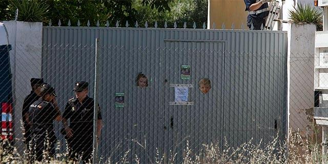 Policías a las puertas de Las Quemadillas. | Madero Cubero