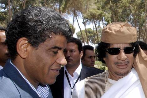 Fotografía que muestra al ex jefe de Inteligencia libio, Abdalá al Senusi (I). | Efe