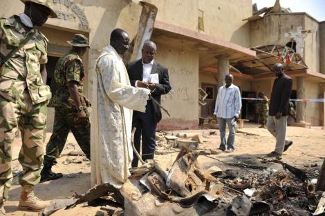 Atentado del grupo terrorista Boko Haram contra una iglesia católica en Nigeria. | Reuters