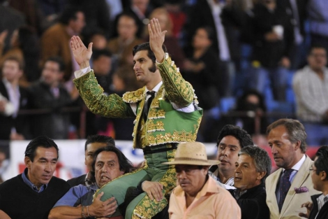 El torero José Morante saliendo en hombros en México. | Mario Guzmán
