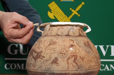 Imagen del vaso cerámico de la cultura íbera hallado en Alicante. | Efe