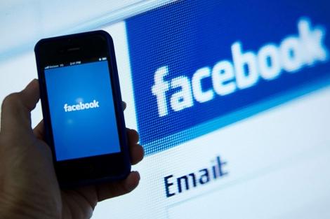 La aplicación móvil de Facebook.  Afp