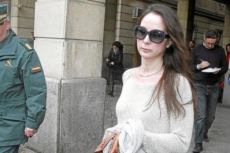 La juez Mercedes Alaya sale de los juzgados de Sevilla. | C. Márquez