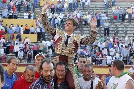 'El Juli' sale por la puerta grande en la última Feria de San Pedro en Burgos. | Santi Otero