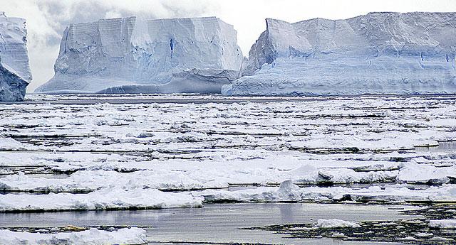 Desprendimiento de hielo en la Antártida. | CSIC