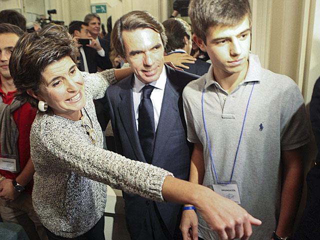 El ex presidente José María Aznar, junto a la ex líder del PP vasco María San Gil. | Araba Press