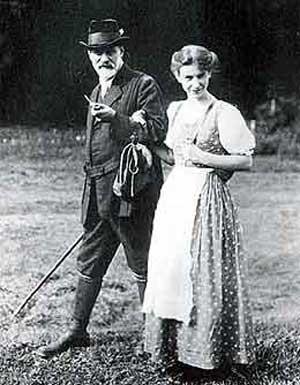 Sigmund Freud con su hija Anna en Las Dolomitas. (Cortes�a del Museo Freud de Viena)