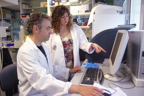 Leticia Díaz junto al profesor Francisco J. Esteban.| UJaen.es