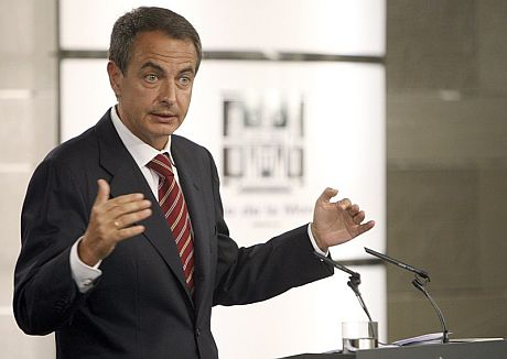 El presidente del Gobierno, José Luis Rodríguez Zapatero, durante su comparecencia. | Efe