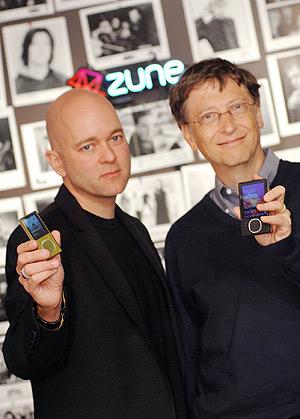 J. Alland y Bill Gates Presentación del Zune.