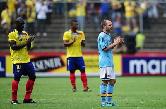 Эквадор-Испании был остановлен 11-й минуте
