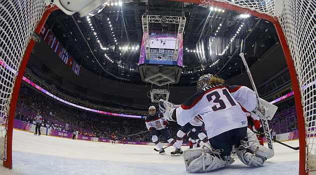 Acción del primer gol canadiense, obra de Jenner.