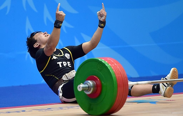 La haltera Lin Tzu Chi rompe dos récord del Mundo