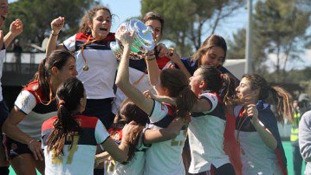 Las jugadoras del RC Polo celebran su victoria. Foto: Twitter de la RFEH