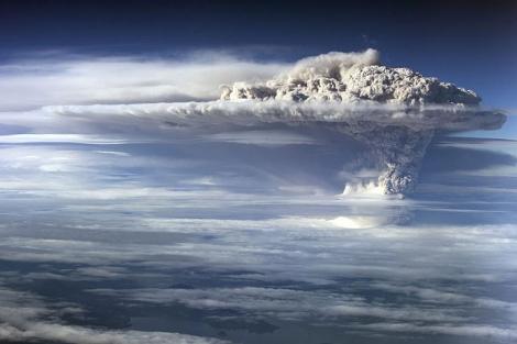 Nube de cenizas del complejo volcánico Puyehue - Cordón Caulle. | Efe