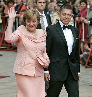 Merkel y su marido el pasado 25 de julio cuando iban a la ópera. (Foto: AP)